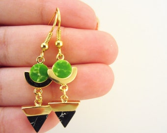 Gold earrings. Green and black marble stones. Circle earrings, triangle earrings. Geometric earrings. Gold plated. Gift for her.