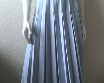 Vintage Women's 80's Pleated Skirt, Light Blue, Polyester, Flare by Alfred Dunner (L)