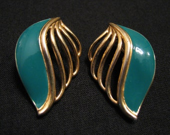 Vintage Monet Gold Tone Teal Green Enameled Wave Fan Shell Clip Earrings