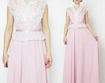 1970s Victorian Lace Dress Boho Prom Maxi Dress Vintage Bridesmaid Dress High Neck Light Pink Formal Dress Prairie Ribbon Jersey Dress (XS)