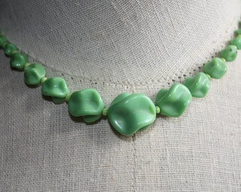 1930's Green Glass Knotted Necklace
