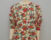 Vintage 1980's Floral Long Sleeve T-Shirt Tunic with Shoulder Pads - Roses Size Large