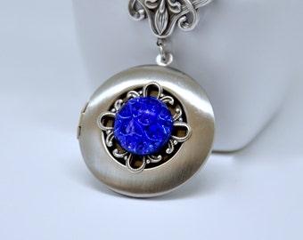 Antique Silver Locket Necklace, Cobalt Blue Locket Necklace, Sapphire Blue Necklace, Vintage Glass Necklace, Blue Pinfire Glass, Filigree