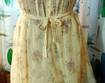 70s Boho Hippie Style Short-Sleeved Dress with Purple and Yellow Flowers