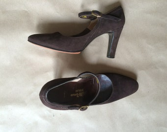 """vintage 1970's 70's sweet Mary Janes / chocolate brown suede /womens shoes  /  3"""" heels / pumps /  retro boho bohemian"""