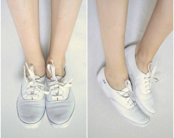 vintage white leather keds / simple slip on lace up shoes / 9.5