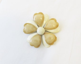 Vintage 1960's Beige Enamel Brooch Pin / White and Tan Floral Daisy Costume Jewelry Pin