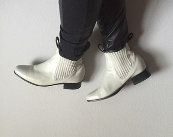 7/7.5 leather chelsea boots ankle elastic pull tab 80s vintage 1980s 80s cream ivory off white rounded toe new wave indie mexican bota baja