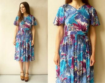 1970's Vintage Tropical Floral Printed Tea Dress With Flutter Sleeves Size Small