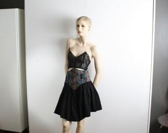 tapestry yoke paisley black full mini skirt vintage 1990s side zipper