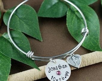 Personalized Silver Mom Bracelet, Baby Feet Charm Bracelet, Birthstone Mom Bracelet, New Mom Bracelet, New Baby Gift, Baby Feet Jewelry