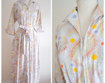 1950s Mid Century print cotton house dress / robe - 50s Atomic housecoat S M