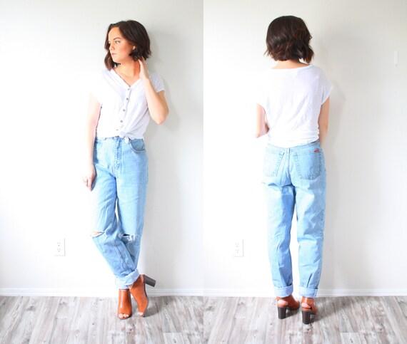 Vintage DISTRESSED mom jeans high waist jeans // boyfriend