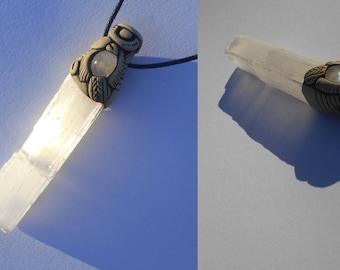 Selenite pendant with blue Moonstone / selenite / celestial / VISUALIZATION CRYSTAL / white pillar of light / jewelry / pendant / khayanite