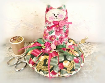 Cat Pincushion 5 inch Pin Cushion Cat Green Rose Pink Gold Cotton Fabric, Primitive Cloth Doll Decoration Soft Sculpture Folk