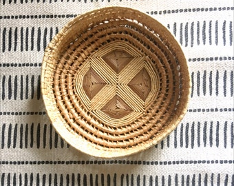 Bohemian Round Woven Straw Raffia Trivet Basket