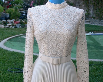 vintage pleated cream knit dress size 9-10