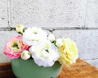 JADITE GREEN Enamel BASIN | Vintage 1930s Mint Green Enamelware Bowl | Light Green Enamel Ware | Deep Kitchen Bowl | Medium-size Basin