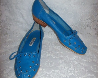 SAlE 30% Off Vintage Ladies Blue Leather Slip On Loafers Flats by Fanfares Size 7 N Now 3.50 USD