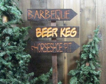 Family Barbecue Directional Lawn Ornament Sign - BBQ Beer Keg Horseshoe Pit Picnic Fathers Day Decoration Cedar Wood Holiday Decor