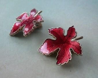Vintage Red Enamel Maple Leaf Earrings - Clip On - 1950s 1960s Clip Earrings - Botanical Leaf Jewelry