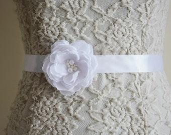 White Bridal Sash Belt, Flower Belt, White Wedding, Flower Belt, Dress gown sash, Bridesmaid Accessory, Flower Girl Headband, Tie Back belt