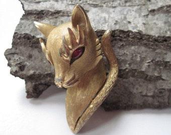 Vintage Crown Trifari Gold Tone Cat Head Brooch with Ruby Rhinestone Eyes