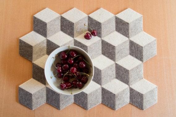 Light grey felt placemats, geometric placemats, modern home, wool felt, handmade, gift idea, home decor, home & living, made in Italy