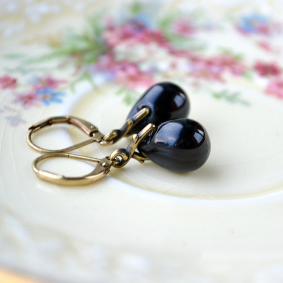 black earrings black glass earrings black dangle earrings