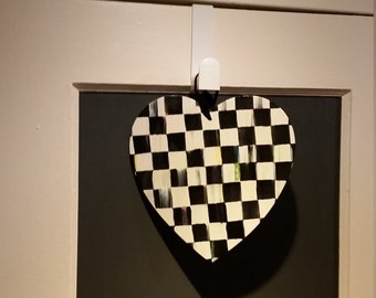 Black and White checked Heart shaped door/wall hanging.