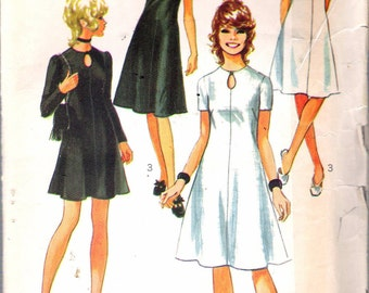 """Vintage 1970 Simplicity 9204 Mod Dress in Two Lengths with Keyhole At Neckline Sewing Pattern Size 10 Bust 32 1/2"""""""