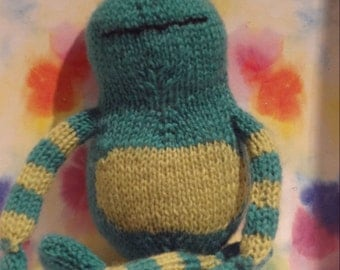 FROG hand knit plush toy, stuffed animal, kids toy
