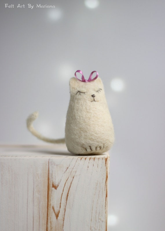 Needle Felt Cat - Dreamy White Cat With A Ribbon - Needle Felt White Cat - Needle Felt Art Doll - White Cat Home Decor - Lazy Cat Doll