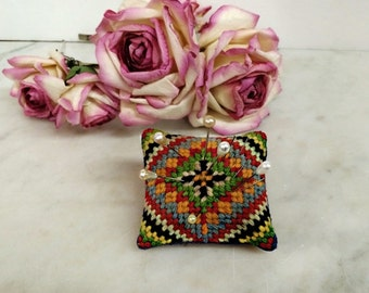 ViNTAGE CROSSTITCH CANVASWORK INDIAN PaTTERN PiNCUSHION, Women's SeWING CoLLECTIBLes