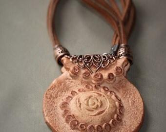 Monile in terracotta/collana argilla/pendente creta/regalo per lei