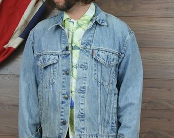 vintage levis denim jacket , large , light blue (55)