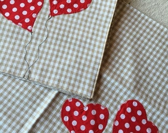 Placemat with heart polka dots.
