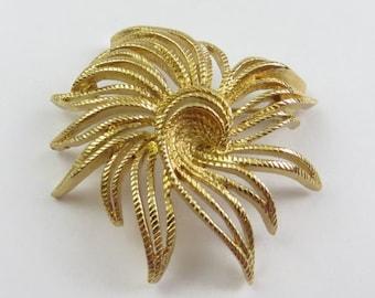 Vintage Monet Gold Tone Pinwheel Flower Brooch