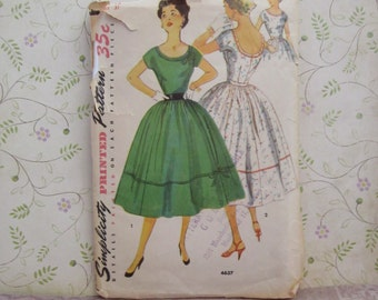 Vintage Simplicity Dress Pattern 4637 Size 13 Bust 31