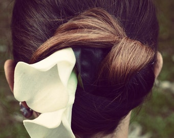 lily fascinator, flower fascinator, comb fascinator