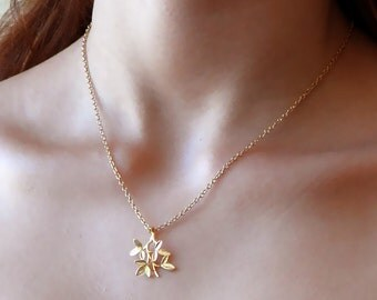 Gold Leaves Necklace - Leaves Pendant - Leaf Necklace - Dainty Gold Necklace - Gold Necklace - Everyday Necklace - bridesmaid gift
