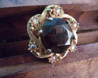 Unusual vintage brooch - statement piece - eye catching - vintage - womens