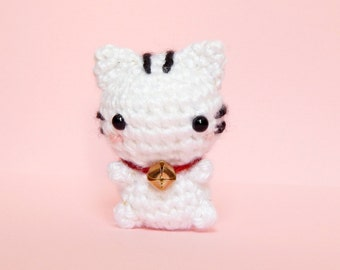 Mini Lucky Cat Amigurumi - Lucky Cat Plush - White Cat Amigurumi - Mini Kitty Plush - Kitty Toy - Lucky Cat Keychain - Good Luck Charm
