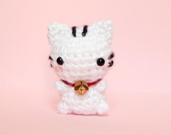 Mini Lucky Cat Amigurumi - Lucky Cat Plush - White Cat Amigurumi - Mini Kitty Plush - Kitty Toy - Lucky Cat Keychain - Good Luck Charm