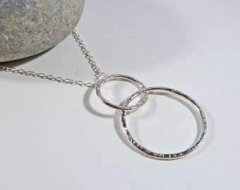 Interlocking Circle Necklace, Friendship Necklace, Sterling Silver, Sister Gift, Layering Necklace, Elegant, 18'' Chain, Eternity Pendant