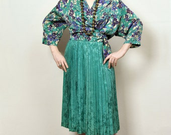 Small 1970s Breezy Silky Green Two-Piece Wrap Top and Pleated Skirt with Fresh Floral Pattern