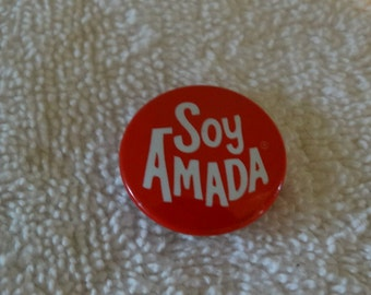 "Vintage Metal ""Soy Amada"" Spanish Pin / Red & White Valentine Pin / Helzberg Diamonds / Sweet Tin Lithograph Pin / Love Quote / Button"