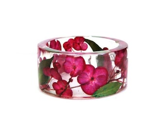 Size S, Bracelet. Resin bangle.Pressed flowers. Red jewelry. Botanical jewelry. Floral jewelry. Real flower jewelry. Hydrangea. Gift for her