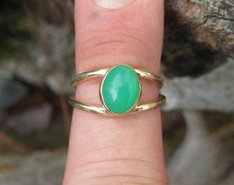 Chrysoprase Ring in 14 K and 18 K Yellow Gold Ring (size 6)