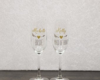 Bridesmaids gift, Bridesmaid gift idea champagne flutes. Personalized Maid of honor gift. Wedding party gift heart & arrow design. Champagne